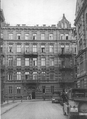 Jedyne zdjęcie kamienicy przed przebudową w latach 30. XX wieku archiwum rodzinne Marka Kisilowskiego