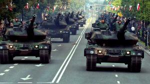 Tysiące ludzi na wielkiej defiladzie w Al. Ujazdowskich
