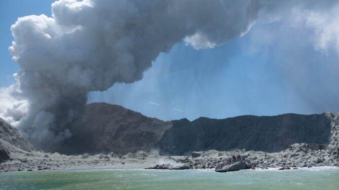 """Wulkan White był niespokojny od kilku tygodni. """"Ta erupcja nie jest zaskoczeniem"""""""