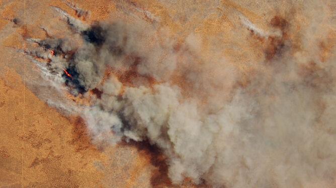 Dym unoszący się z pożarów w Australii