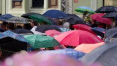 Prognoza pogody na dziś: niektórzy do szkół pójdą z parasolami, innym zaświeci słońce
