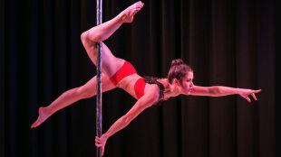 """Pole dance, czyli """"bardzo, bardzo wymagająca dyscyplina"""""""