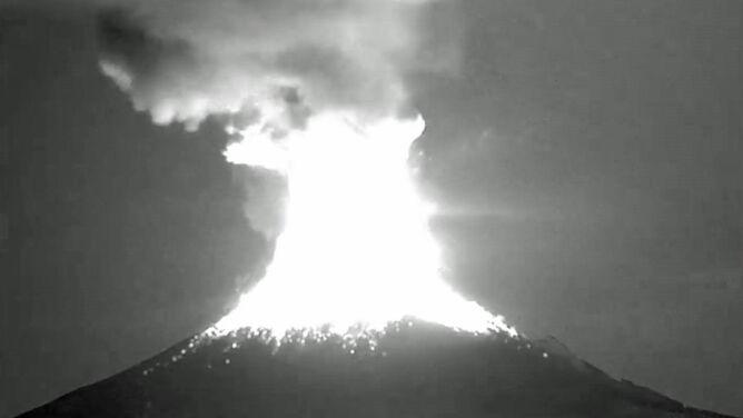 Spektakularna erupcja na 3 kilometry. <br />Zobacz meksykański wulkan w akcji